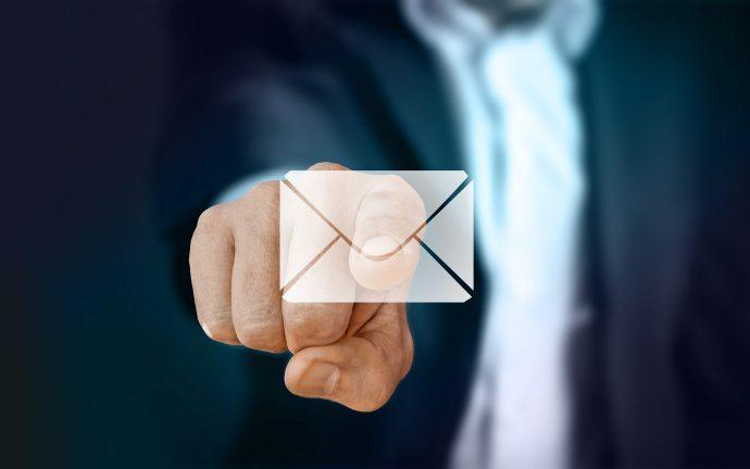挨拶状にするかメールにするかはビジネスになるかならないかで判断